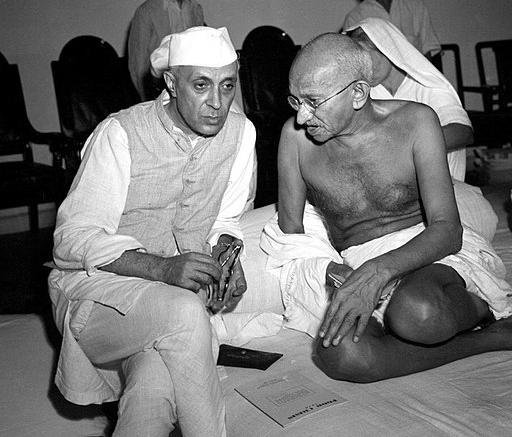 gandhi_and_nehru_in_1946