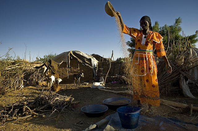 640px-Darfurians_refugees_in_Eastern_Chad